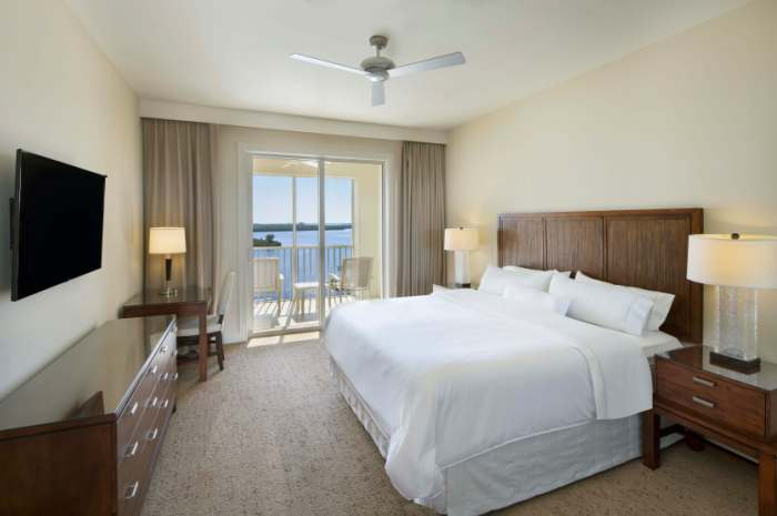 Westin-King-Superior-Deluxe-Room_700x465